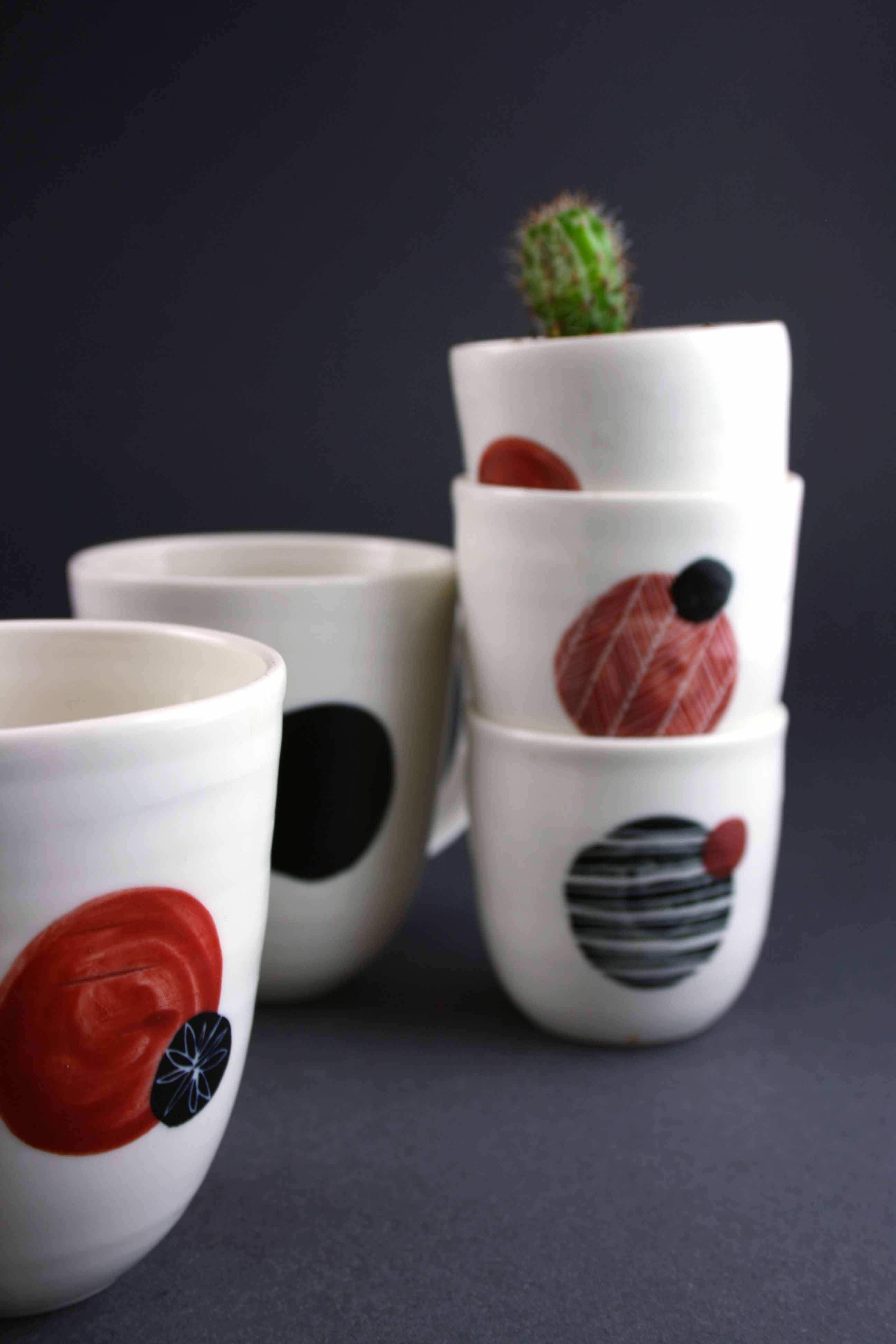 Porcelaine gobelets et mugs rouge et noir à Saint-Etienne